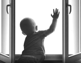 3-х летний ребенок выпал из окна четвертого этажа в Уссурийске