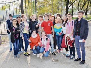 Волонтёры Уссурийска провели акцию по уборке парка «Зелёный остров»