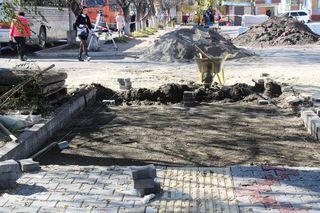 Работы по монтажу тактильной плитки подходят к концу в Уссурийске