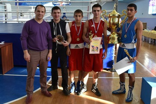 Команда из Уссурийска завоевала кубок турнира по боксу