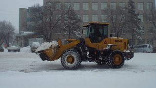 Дороги Уссурийска обработаны пескосолевой смесью, снегоуборочная техника выходит на уборку