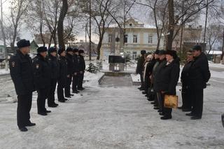 В Уссурийске полицейские и ветераны почтили память погибшего коллеги