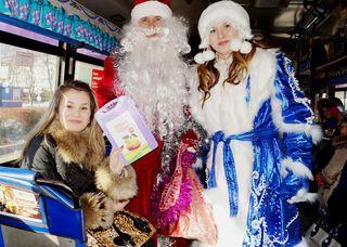 Дед Мороз и Снегурочка вышли на улицы Уссурийска