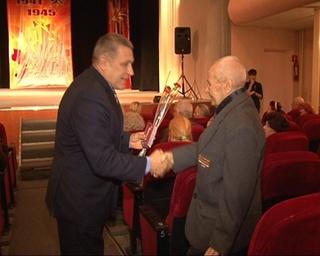 Уссурийским ветеранам продолжают вручать медали