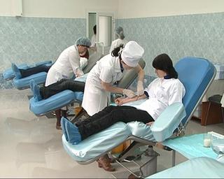 Студенты организованно решили сдать кровь