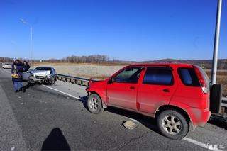 В районе поворота на Уссурийск столкнулись два автомобиля