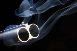 17-летний застрелил из ружья мужчину в сельском кафе Октябрьского района. Видео
