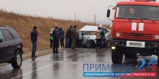 В результате лобового столкновения на мокрой трассе в Приморье погиб человек