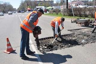 Комплексные работы по ямочному ремонту дорог организованы в Уссурийске