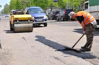 Солнечная погода позволила продолжить ремонтные работы на дорогах Уссурийска