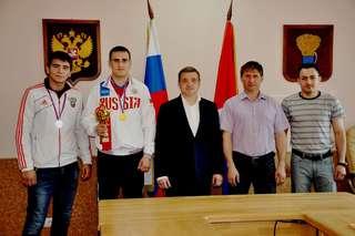 Глава администрации поздравил победителей и призеров чемпионата и первенства России по кикбоксингу