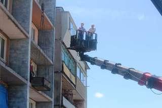 В доме на ул. Трудовой, 10, работы по установке новых лоджий близятся к завершению