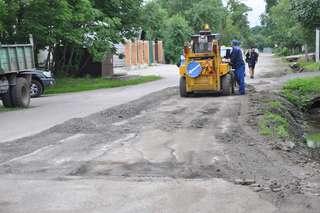 Ремонт автомобильных дорог и межквартальных проездов продолжается в Уссурийске
