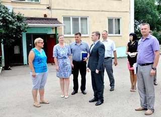 Глава администрации проверил состояние многоквартирных домов в селах Корсаковка и Борисовка