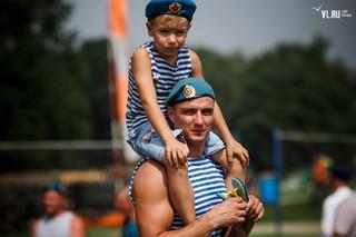 В Уссурийске День ВДВ отметили показательными выступления и прыжками с парашютом