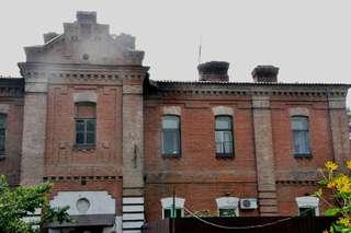 На улице Достоевского, 7 в Уссурийске частично обрушилась кровля