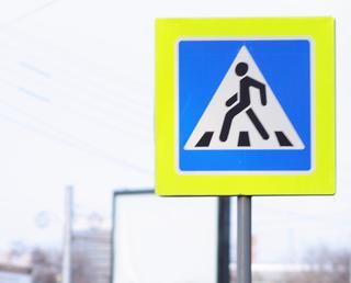 Женщина выронила ребенка, потеряв сознание, на пешеходном переходе в Уссурийске