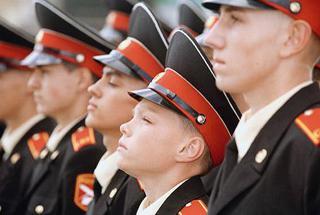 Суворовцы из Уссурийска осваивают азы десантной подготовки