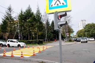 Новый светофор на улице Октябрьской в Уссурийске уже работает в тестовом режиме