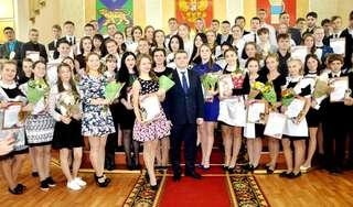 Глава администрации УГО вручил премию 75 одаренным школьникам и студентам