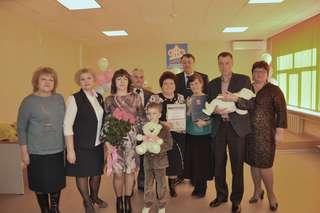 Уссурийской семье торжественно вручили «юбилейный» сертификат на материнский капитал