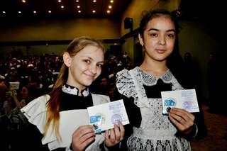 Ребятам из городских и сельских школ УГО торжественно вручили серебряные и бронзовые знаки ВФСК ГТО