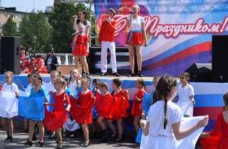 День России уссурийцы отметили танцами, песнями и спортивным праздником
