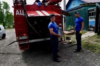 Пострадавшим уссурийцам помогают в откачке воды и уборке мусора