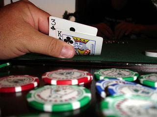 66-летний мошенник из Уссурийска обманул подпольное казино