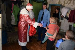 Благотворительная акция «Полицейский Дед Мороз» прошла в Уссурийске