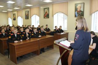 В Уссурийске сотрудники полиции провели  акцию «Подросток и закон» для кадетов Суворовского училища