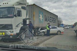 Жесть в Уссурийске: автомобиль попал под фуру