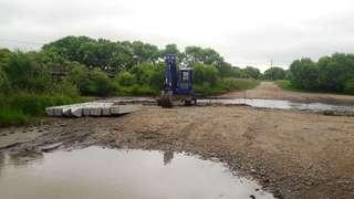 В поселке Тимирязевском началось строительство временной переправы
