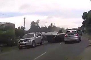 Пьяный перевертыш: на видео попал момент жесткой аварии в Уссурийске