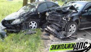 В Приморье машины столкнулись влобовую после развотота через сплошную