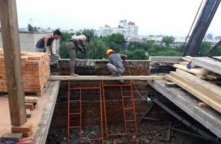 В пострадавшем доме Уссурийска установлены новые плиты перекрытия