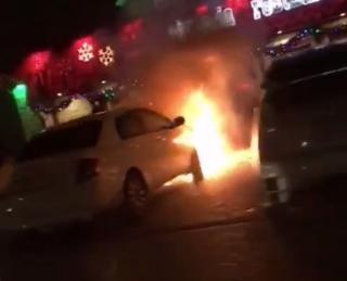 В Уссурийске ночью горел автомобиль