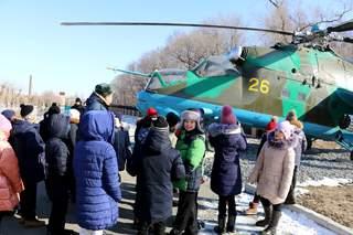 Мальчишки и девчонки из с. Красный Яр посетили Уссурийское суворовское военное училище