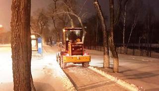 На дорогах и тротуарах Уссурийска с утра работают 50 единиц техники