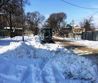 За ночь с уссурийских дорог на полигон вывезли почти 1100 кубометров снега