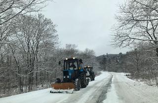 Снегоуборочная техника вышла на дороги Приморья