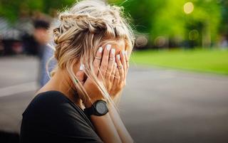 «Мама-ама криминал»: дерзкая блондинка за рулем авто руководила ограблением в Уссурийске