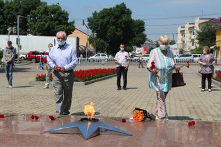 «Белорусы Приморья» возложили цветы к Вечному огню в память о событиях 3-го июля