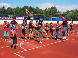 Тренировкой с чемпионами отметили День Государственного флага России в селе Красный Яр
