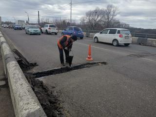 Дорожные службы приступили к ремонту моста на улице Комсомольской