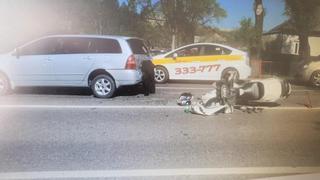 Мотоциклист жёстко врезался в автомобиль в Уссурийске