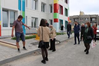 В детском саду в Радужном приступили к установке мебели