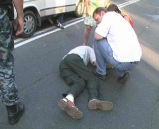 Водитель мокика в Уссурийске сбил пешехода и скрылся с места аварии