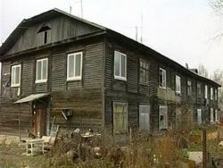 В Уссурийске жители самовольно рушат дома