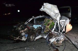 Тяжелое ДТП под Владивостоком: Nissan Sunny врезался в рейсовый автобус